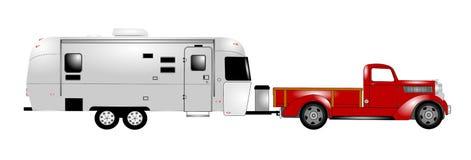 减速火箭的rv与拾起卡车 免版税库存图片