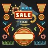 减速火箭的Showtime标志设计元素集 明亮的广告牌标志电灯泡,框架,箭头,象,霓虹灯 免版税库存照片