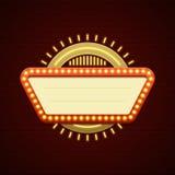 减速火箭的Showtime标志设计 戏院标志电灯泡框架和霓虹灯在砖墙背景 免版税库存照片