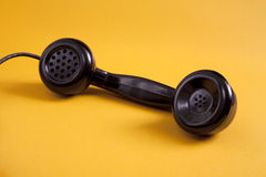 减速火箭黑色电话的收货人 库存照片