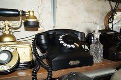 减速火箭黑色的电话 免版税库存图片
