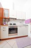 紧凑内部厨房 免版税库存图片