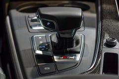 紧凑行政汽车奥迪S5 Sportback 3的自动传输移位系统  tiptronic 0 TFSI的quattro 免版税库存照片