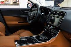 紧凑行政汽车捷豹汽车XE 20D的客舱(自2015以来) 免版税库存图片