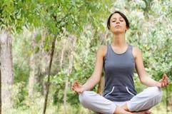 凝思瑜伽 免版税图库摄影