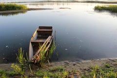 凝思的和谐风景:在顿河,俄罗斯的清早 免版税库存照片