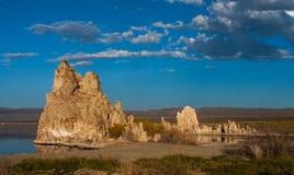 凝灰岩形成在单音湖,加利福尼亚 免版税图库摄影