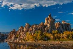 凝灰岩形成在单音湖 库存照片