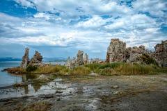 凝灰岩`莫诺湖s  免版税库存照片
