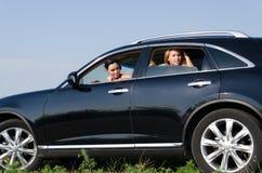 凝视在车窗外面的妇女 免版税库存照片
