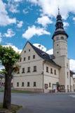 凝视的梅斯托城镇厅在Jeseniky山 免版税图库摄影