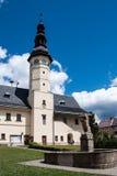 凝视的梅斯托城镇厅在Jeseniky山 免版税库存图片