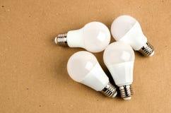 几个对经济和不伤环境的电灯泡概念的LED节能电灯泡用途 免版税库存照片
