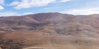 几个流浪的帐篷在约旦-阿曼附近的首都的沙漠 免版税库存图片