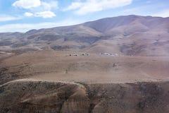 几个流浪的帐篷在约旦-阿曼附近的首都的沙漠 免版税库存照片