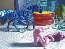 几个玩具在一个巴西孩子的屋子里 图库摄影