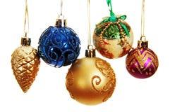 几个色的圣诞节球。 库存照片
