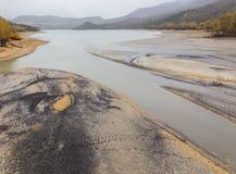 几乎干燥Barrea湖的看法,湖巴雷亚,阿布鲁佐,意大利 10月 免版税图库摄影
