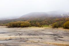 几乎干燥Barrea湖的看法,湖巴雷亚,阿布鲁佐,意大利 10月 库存照片