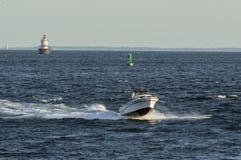 几乎空中的快速汽艇 免版税库存图片