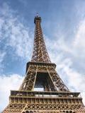 几乎艾菲尔铁塔的整个看法在巴黎 库存照片