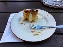 几乎被吃的苹果饼片断  免版税图库摄影