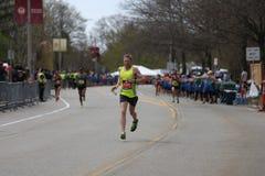 几乎30000个赛跑者参加了2017年4月17日的波士顿马拉松在波士顿 免版税库存图片