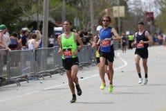 几乎30000个赛跑者参加了2017年4月17日的波士顿马拉松在波士顿 图库摄影