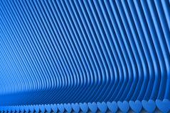 几何表面形成与被挤压的心形,2月14日概念-回报了抽象背景的蓝色3D例证 皇族释放例证