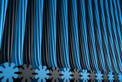 几何表面形成了与被挤压的花形状,假日概念-抽象背景的浅兰的被回报的3D例证 皇族释放例证