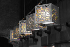 几何被仿造的垂悬的电灯 图库摄影