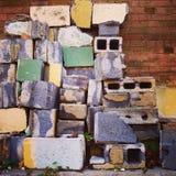 几具体块对墙壁 免版税库存图片