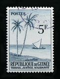 几内亚显示棕榈树和帆船,地方主题serie,大约1959年 免版税图库摄影