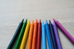 几只明亮的蜡笔 免版税库存图片