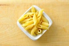 几在一个小的碗的penne意大利面食 库存图片