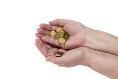 几枚硬币在一名年长妇女的手上 库存照片