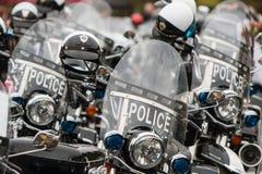 几辆没人住的警察摩托车排队在慈善事件 免版税图库摄影