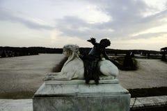 凡尔赛喷泉和雕塑秋天的 免版税库存图片