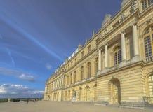 凡尔赛大别墅外部在一个晴天 免版税库存图片