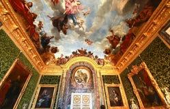 凡尔赛宫位于城市的中心位于大约16英里外面 免版税库存图片
