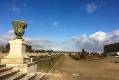 凡尔赛宫地面,法国长远看法在一个晴朗的冬天下午的 免版税图库摄影