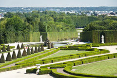 凡尔赛宫殿的庭院。 免版税库存图片