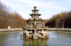 凡尔赛宫的喷泉 免版税库存图片