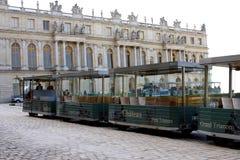 凡尔赛宫的旅游火车 免版税库存照片