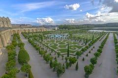 凡尔赛庭院在一个晴朗的晴天 免版税库存照片