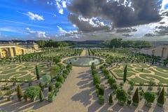 凡尔赛庭院在一个晴朗的晴天 库存照片
