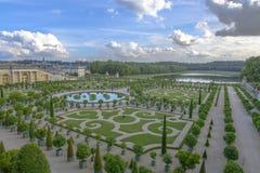 凡尔赛庭院在一个晴朗的晴天 图库摄影