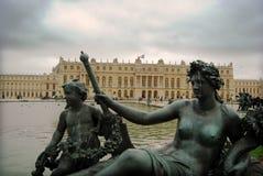 凡尔赛庭院的雕象  库存照片