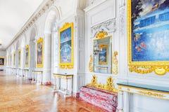 凡尔赛,法国- 2016年7月02日:与绘画的白色画廊 库存照片