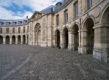 凡尔赛,法国- 2014年8月13日:凡尔赛宫外视图  免版税库存照片